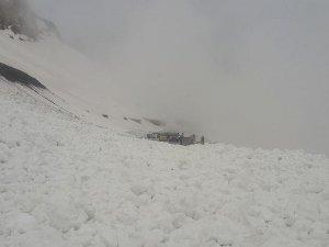 Erzincan-Erzurum karayoluna çığ düştü