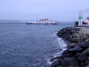Marmara Denizi'nde ulaşıma poyraz engeli, gemiler Şarköy'e sığındı