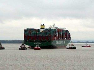 Dünyanın en büyük konteyner gemilerinden CSCL INDIAN OCEAN karaya oturdu