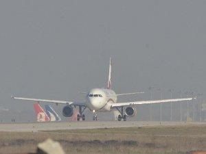 Suriye uyruklu çocuk, uçağa kaçak bindi