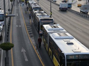 İstanbul'da 'panik butonlu' metrobüsler hizmet vermeye başladı