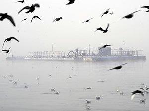 Çanakkale Boğazı'nda yoğun sis gemi geçişlerini engelledi