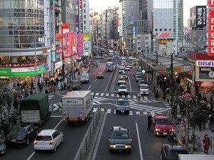 Japonya'da robot taksiler şehir trafiğinde test ediliyor