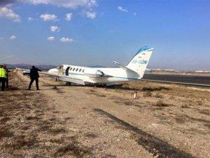 Meksika'da özel uçak pistten çıktı
