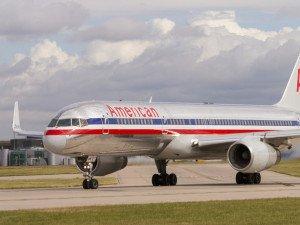 Kalkış yapan uçağın motorundan alev çıktı