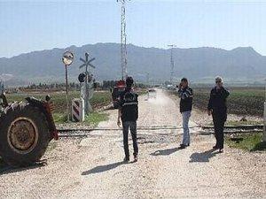 Adana'da tren traktöre çarptı 1 ölü