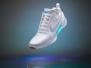 Nike'dan kendi kendini bağlayan ayakkabı