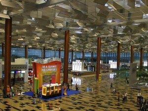 Singapur Changi dünyanın en iyi havalimanı seçildi