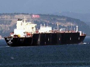 Boğazdan geçen doğalgaz tankeri Çanakkale'de Boğaz trafiğini aksattı