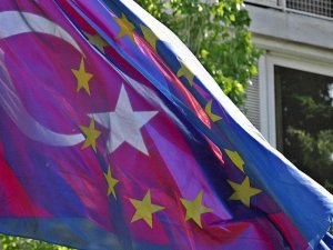 'AB ile anlaşma Türkiye'nin istikrarlı büyümesine katkı yapacak'