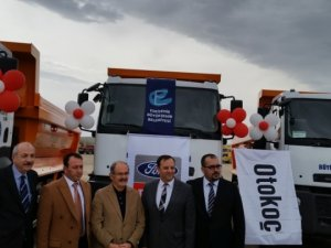 Otokoç'tan Eskişehir'e 10 kamyon teslimatı