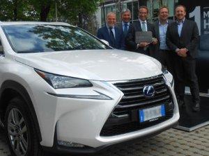 Lexus'un 1 milyonuncu hibrit aracı yola çıktı