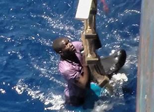 Akdeniz'de göçmen teknesi battı: 400 ölü