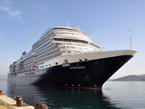 Kuşadası dünyanın en lüks gemilerinden Koningsdam'ı ağırlıyor
