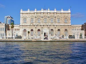 Savarona Yatı için Dolmabahçe Sarayı'nın önüne 200 metrelik yanaşma iskelesi yapılıyor