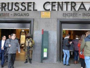Brüksel'de düzenlenen terör saldırılarına hedef olan Maelbeek istasyonu açıldı