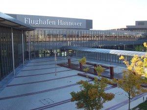 Almanya'da grev nedeniyle birçok uçuş iptal edildi