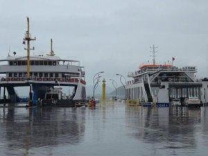 Gelibolu-Lapseki feribot seferlerine fırtına engeli