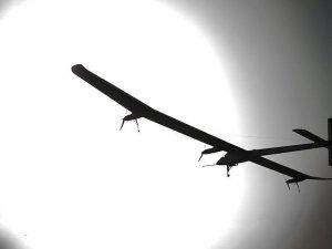 Yakıtsız uçak Solar Impulse dünya turunun 10. etabını tamamladı