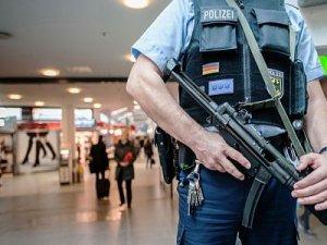 Almanya'da Tren İstasyonunda Bıçaklı Saldırı 4 Yaralı