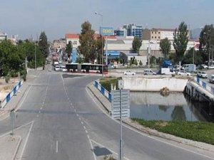 İzmir'de Meles köprüsü araç trafiğine kapatılı