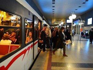 İzmir Metrosu aylık 9 milyon yolcuya ulaştı