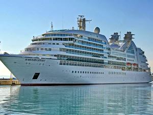 Marmaris Limanı'na iki kruvaziyer gemisi birden geldi