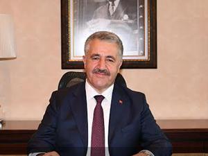 Bakan Ahmet Arslan, kutlama çiçeklerinin gelirini yardım derneğine bağışladı