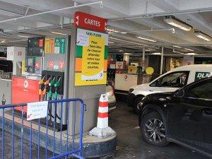 Fransa'da yoğun grev dalgasının eşiğinde benzin kıtlığı