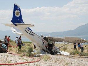 Burdur'da eğitim uçağı sert iniş yaptı