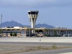 Aden Havalimanı'na iki yıl aradan sonra ilk kargo uçağı indi