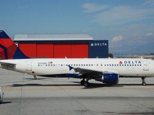 Delta Havayolları'na ait uçak yanlışlıkla askeri üsse indi