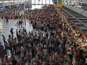 Antalya Havalimanı'nda tatil yoğunluğu