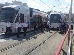 Güngören'de tramvay tahrip olan raydan çıktı