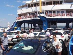 Çanakkale Boğazı'ndan 9 günde 160 bin araç geçti