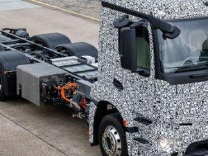 """Mercedes'in gözdesi """"elektrikli kamyon"""" son test sürüşünde"""