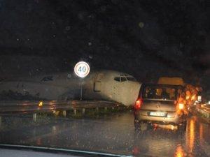 İtalya'da uçak kazası! Felaketin eşiğinden dönüldü