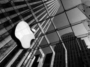 Apple dev otomotiv şirketini satın alıyor