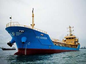 Endonezya açıklarında korsanlar petrol tankeri kaçırdı