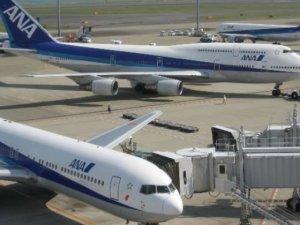 400'e yakın uçak seferi iptal edildi