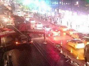Şirinevler'de tüm şeritler trafiğe kapatıldı