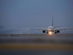 Yüksekova'ya 13 ay aradan sonra ilk yolcu uçağı indi