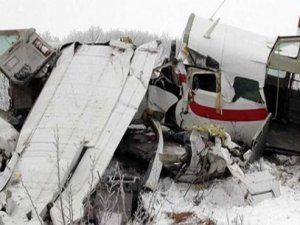 İki küçük uçak havada çarpıştı
