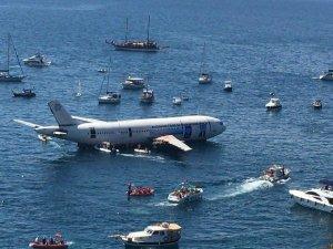 Batık uçak büyük ilgi gördü
