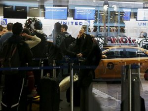 New York La Guardia Havalimanı boşaltıldı