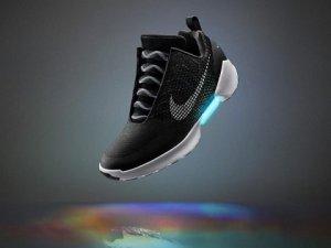 Kendini bağlayan Nike ayakkabılar yakında satışa çıkacak