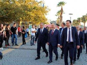 Ulaştırma Bakanı Ahmet Arslan İzmir Valiliği'ni ziyaret etti