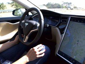 Tesla tüm modellere otonom sürüş donanımı koyacak