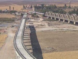 Güneydoğu'nun en uzun demiryolu viyadüğü 2017'de açılıyor