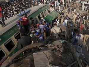 Pakistanda tren kazası:17 ölü